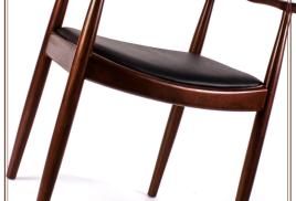 Деревянные стулья в интерьере